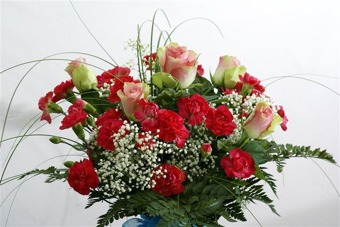 Roses bouqet with red dianthus